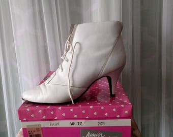 Junior Connections 80's White Leather Bootie, Lace-up Stilleto