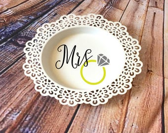 Personalized Ring Dish/Engagement Ring Dish/Bridal shower gift/Ring holder/Engagement Gift /Gift For Her/Jewelry dish/Custom Ring Dish