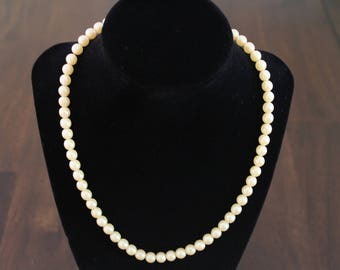 Vintage butter cream color pearl necklace/ Satin textured pearls/ Bridal necklace/ Wedding jewellery/ Special occasion