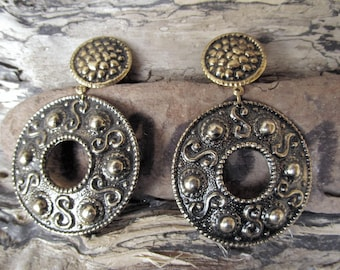 old black and gold color clip earring