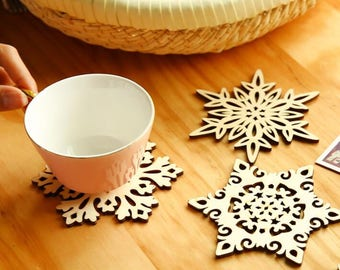 MAXTIE Wooden Snowflake Coasters (set of 6)