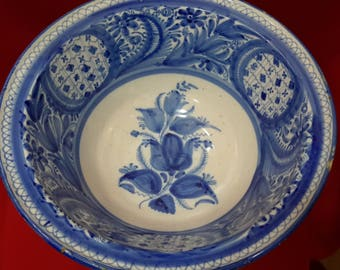 Hispanic llebrillo. Antique pottery.