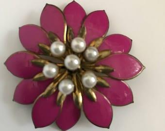 Vintage pink and goldtone flower brooch