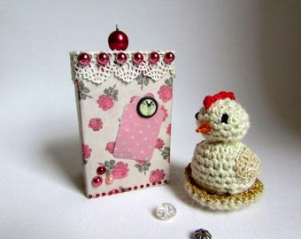 Mother's day! mother hen made crochet in her nest with her box