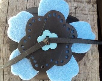 Brooch in inner inner and blue felt - brooch - PIN button - brooch vegan leather