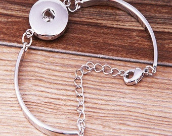 beautiful Silver adjustable Bangle style bracelet, snap 18 / 20mm