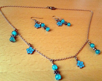 Set small turquoise flowers