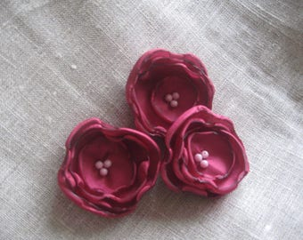 Flower 5 cm in Burgundy satin and pink beads