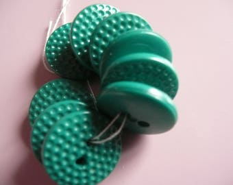 9 plastic green buttons ( vintage) as new