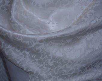"""Scarf shawl scarf in white silk and silver """"dahlias"""" 142 cm x 50 cm"""