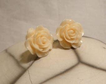 Light apricot flower romantic retro resin earrings