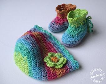 Ensemble bonnet et chaussons multicolores 0/1 mois