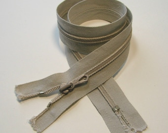 Zipper closure, 42 cm, grey, not separable mesh plastic 4 mm.