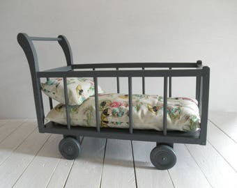Bed doll bedding on wheels