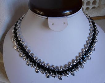 WOVEN NECKLACE BLACK AND SILVER