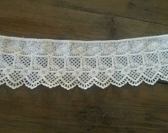 Vintage ecru cotton lace / 30 cm length