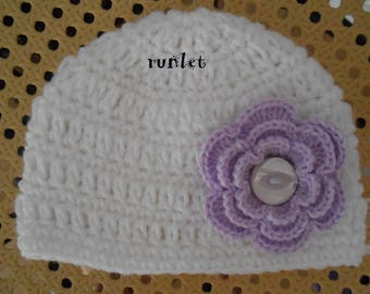 Wool baby hat with purple flower