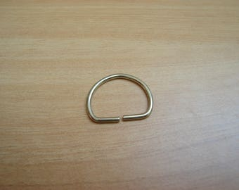 "original metal ""D"" rings"