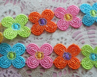 Lace flowers (10 flowers) 4 multicolored petals 2.50 cm polyester that can be cut