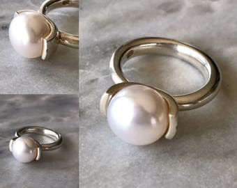 Button freshwater pearl sterling silver ring