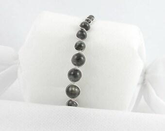 Gray Labradorite beads bracelet.