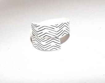 Graphic white shrink plastic ring