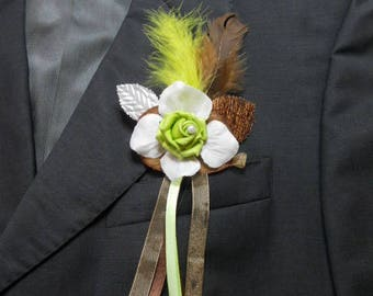 back train, brooch or boutonniere Chocolat / lime green