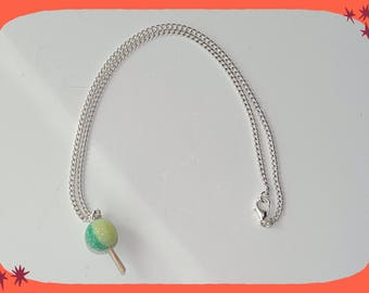 chain necklace with a green/yellow chuppas