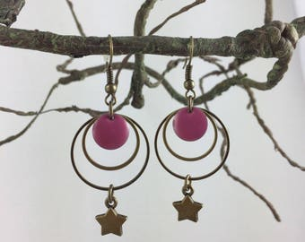 dangle earrings, bronze, enameled sequin and charm