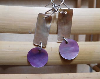 Mother of pearl earrings of Hainan Island