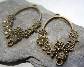 2 pretty flower connector for earrings or pendant metal color bronze.