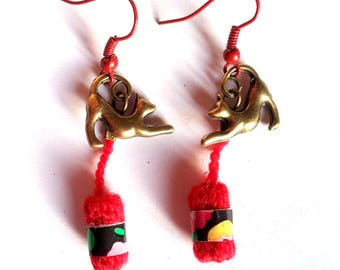 """""""Red Yarn"""" earrings - cats playing with balls of yarn"""