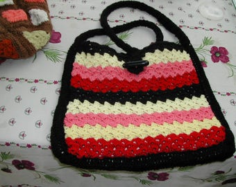 Bag braided by cotton completely realized in the hand