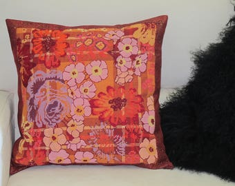 "Complete pillows with embroidered ""Indian canvas"""