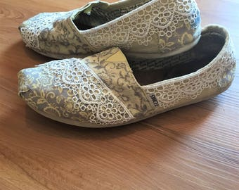Hand-painted with lace TOMS shoes