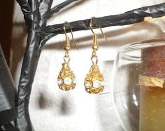 Water drop shape rhinestone earrings