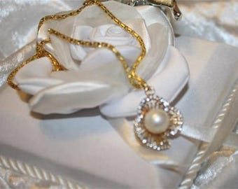 Gold Pearl pendant with chain