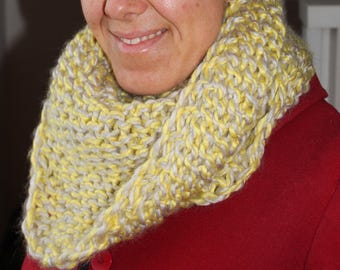 Yellow/grey knitted woollen scarf