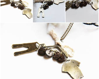 The pendant garment bronze/gold color theme