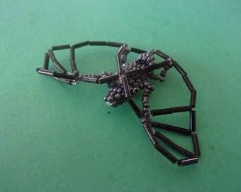 Chauve-souris en perle de rocaille noires, grises et roses - 65 mmx 40mm