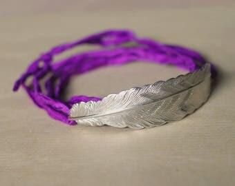 Link silk purple & silver feather bracelet