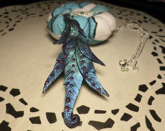 Necklace with feathers and rhinestones in fimo.