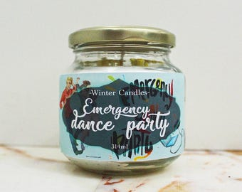 Literary Fangirl-inspired candle 'Emergency dance party'
