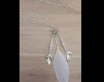 DreamCatcher necklace white and glass beads.