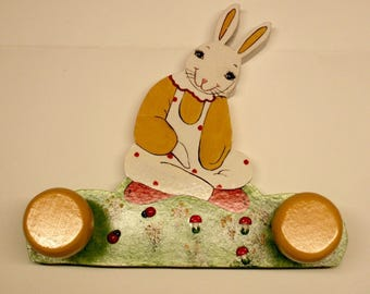 """""""Dreamy rabbit"""" coat fretwork and painting on wood"""
