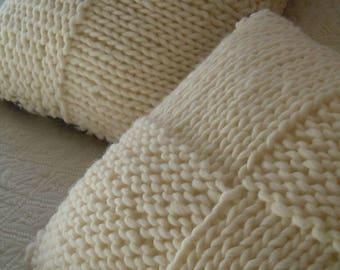 Knitted cushion with different pattern