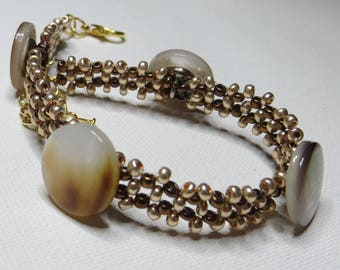 Bracelet of mother of Pearl on mesh beads - #234