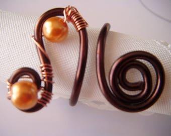 Brown wire, 2 light orange beads ring