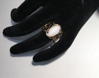 Sarah Coventry Ring Goldtone Wide Filigree White Cabachon Vintage Costume Jewelry Size 8
