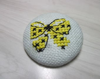 Embroidered button no. 4